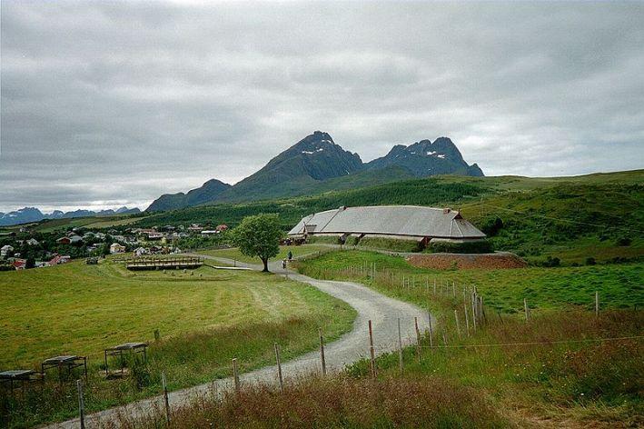 800px-Høvdinghuset,_Borg_i_Lofoten